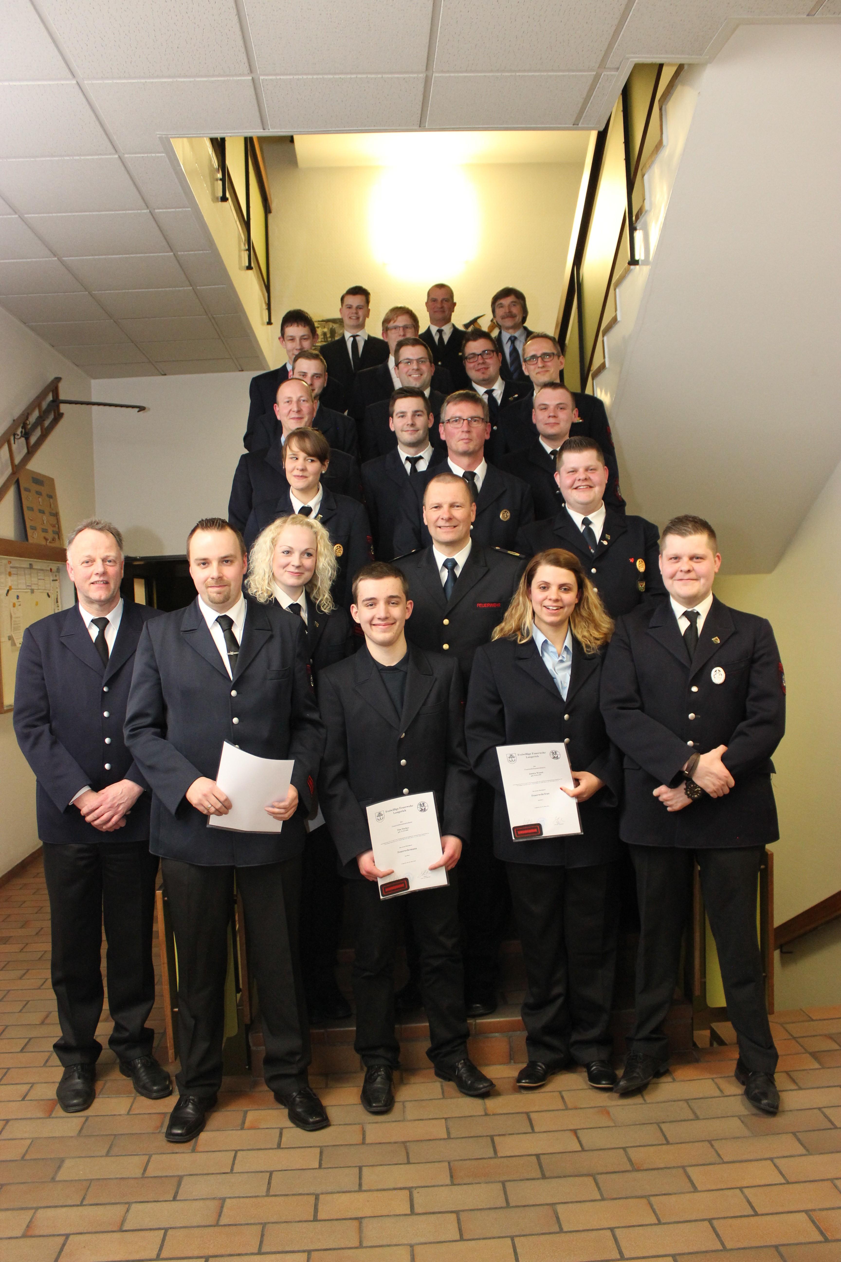 25 Mitglieder der Freiwilligen Feuerwehr haben bei der Jahreshauptversammlung ihre Beförderungsurkunden erhalten.