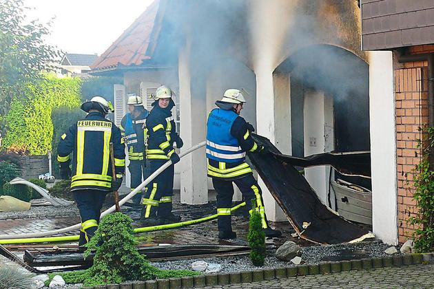 100-000-Euro-Schaden-Feuer-in-Doppelgarage-schnell-geloescht_image_630_420f_wn