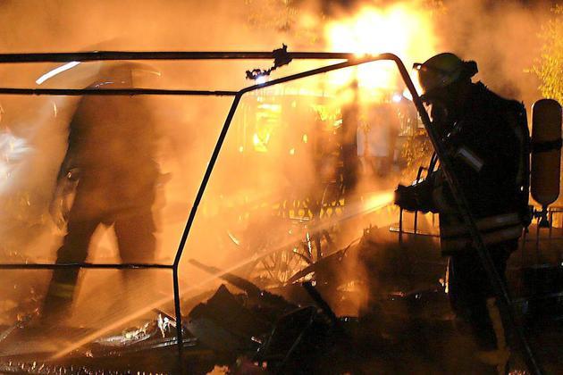 Auf-Campingplatz-am-Sonnenhuegel-Wohnwagen-brennt-Gasflasche-explodiert_image_630_420f_wn
