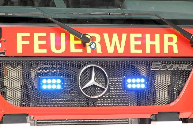 Brand-am-Kindergarten-Feuerwehr-loescht-brennende-Muelltonnen_image_630_420f_wn