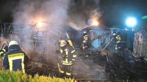 Brand-auf-Campingplatz-am-Waldsee-Brand-auf-Campingplatz-Mann-wird-schwer-verletzt_image_630_420f_wn