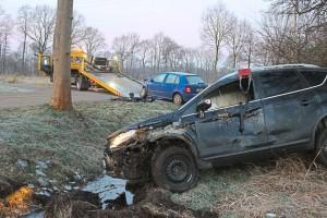 Fahrer-bleiben-bei-Kollision-unverletzt-Vorfahrt-missachtet-Zusammenstoss_image_630_420f_wn