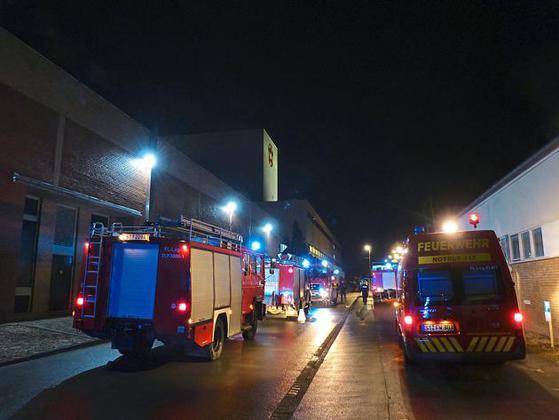 Feuerwehreinsatz-bei-Windmoeller-Hoelscher-Lueftungsanlage-brannte_image_630_420f_wn