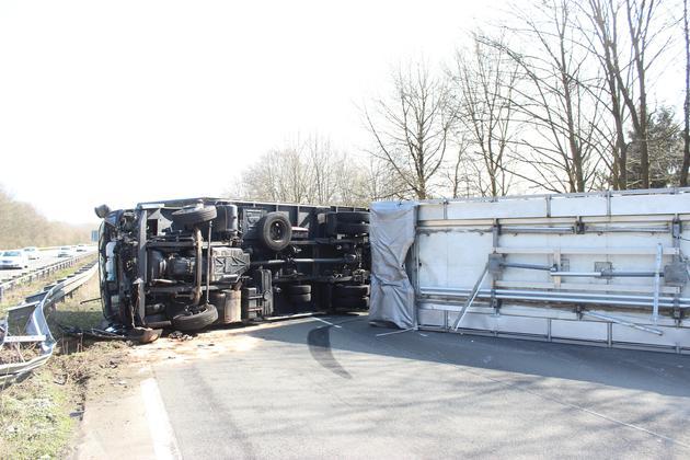 Teilsperrung-der-A-1-bei-Lengerich-Lkw-kippte-um-Fahrbahn-blockiert_image_630_420f_wn