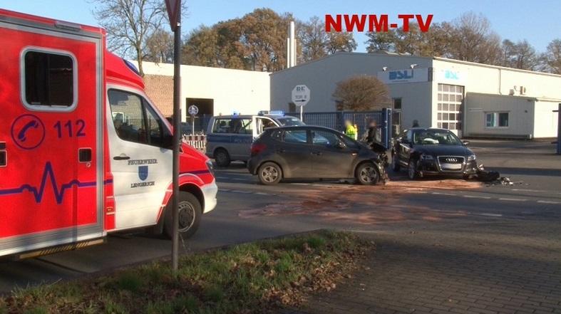 Unfall an Kreuzung PKW-Fahrerin fährt in Kreuzung und übersieht Querverkehr